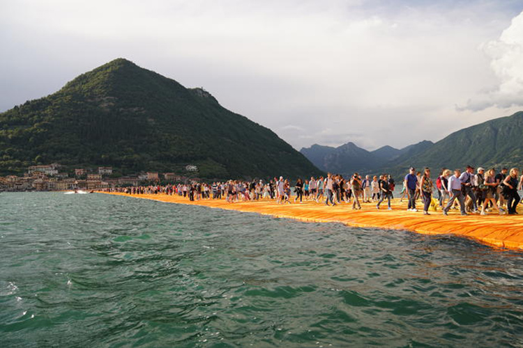 the-floating-piers-christo1