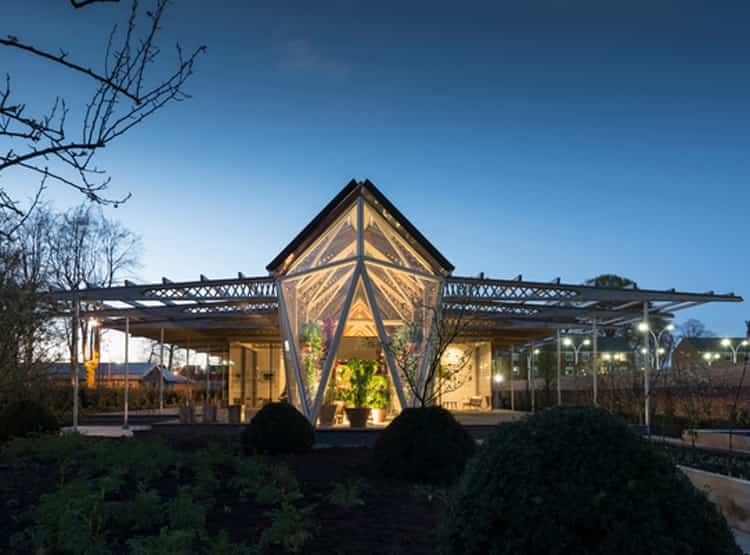Maggie's Cancer Centre / Foster + Partners