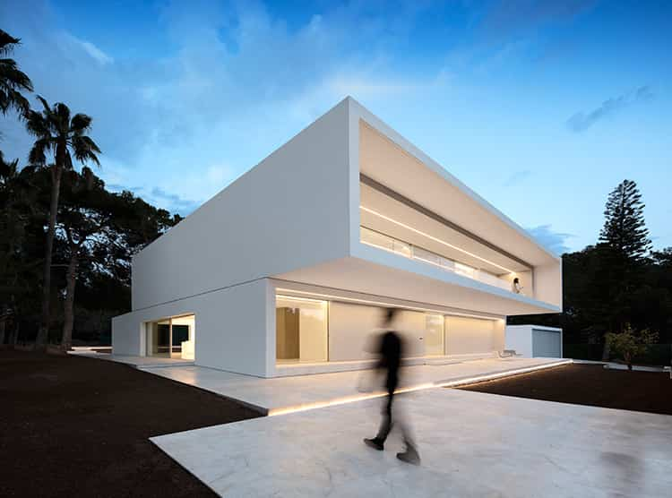 fran-silvestre-arquitectos_-house-between-the-pine-forest_-1
