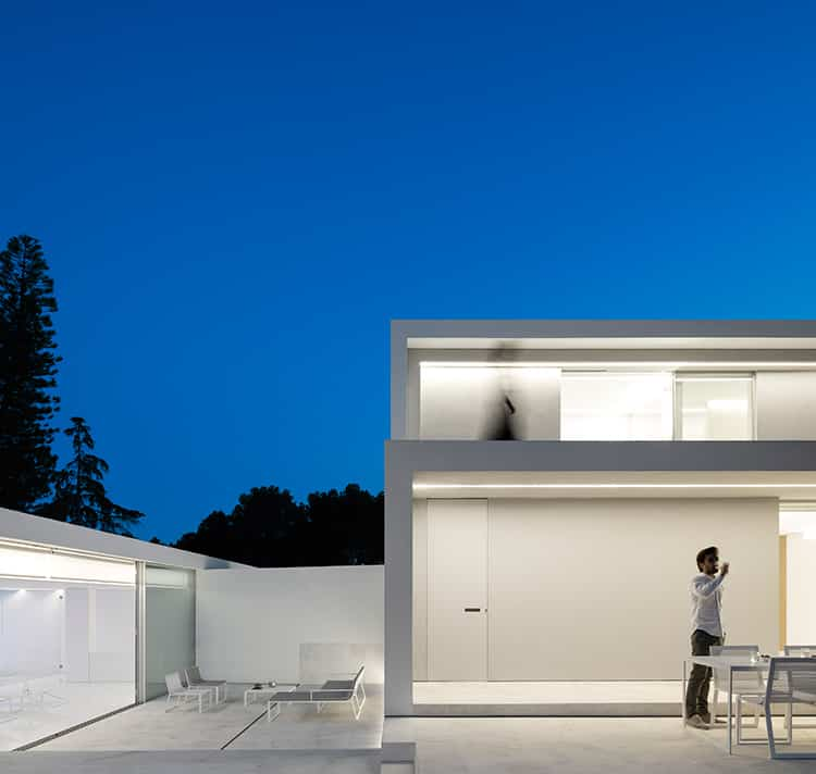 fran-silvestre-arquitectos_-house-between-the-pine-forest_-10