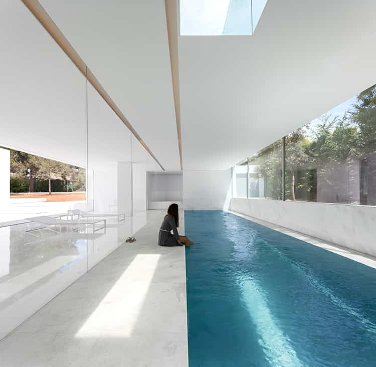 fran-silvestre-arquitectos_-house-between-the-pine-forest_-19