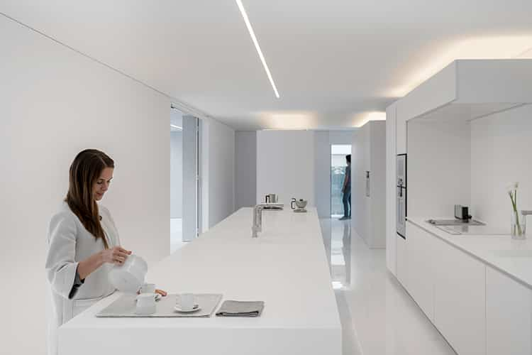 fran-silvestre-arquitectos_-house-between-the-pine-forest_-24