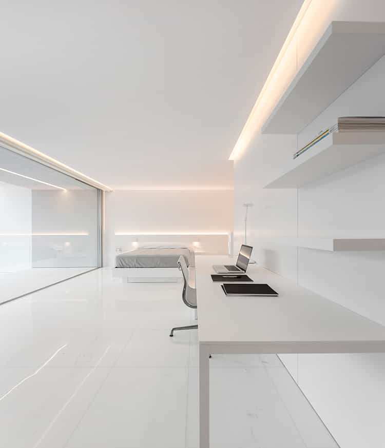fran-silvestre-arquitectos_-house-between-the-pine-forest_-29