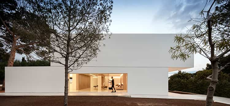fran-silvestre-arquitectos_-house-between-the-pine-forest_-3