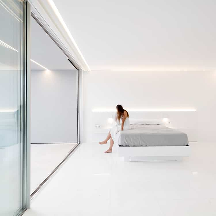 fran-silvestre-arquitectos_-house-between-the-pine-forest_-32