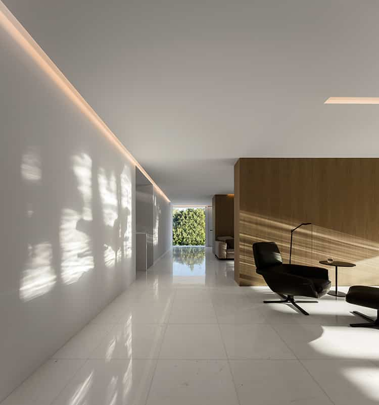 fran-silvestre-arquitectos_-house-between-the-pine-forest_-33