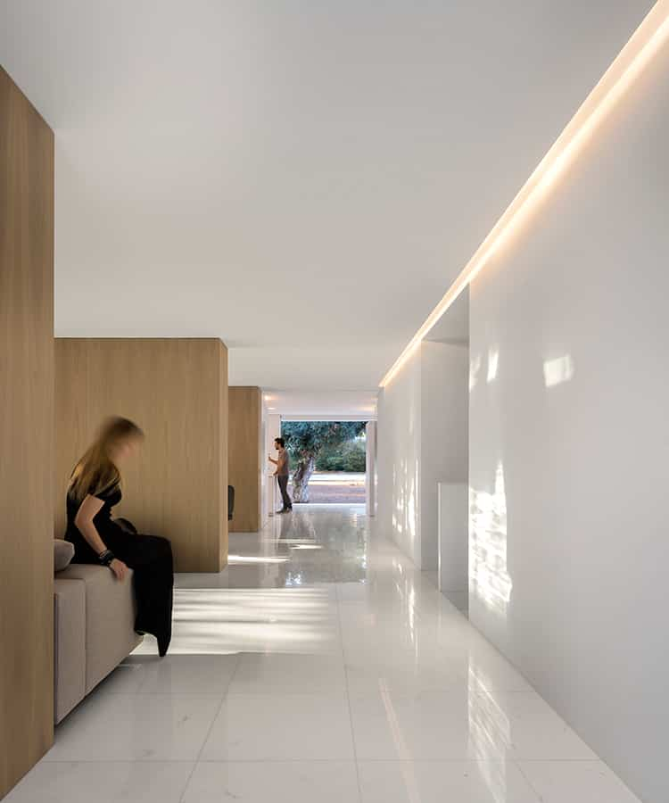 fran-silvestre-arquitectos_-house-between-the-pine-forest_-43