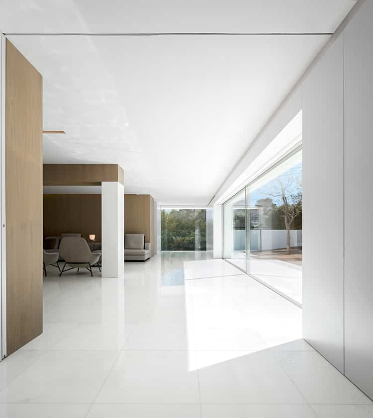 fran-silvestre-arquitectos_-house-between-the-pine-forest_-45