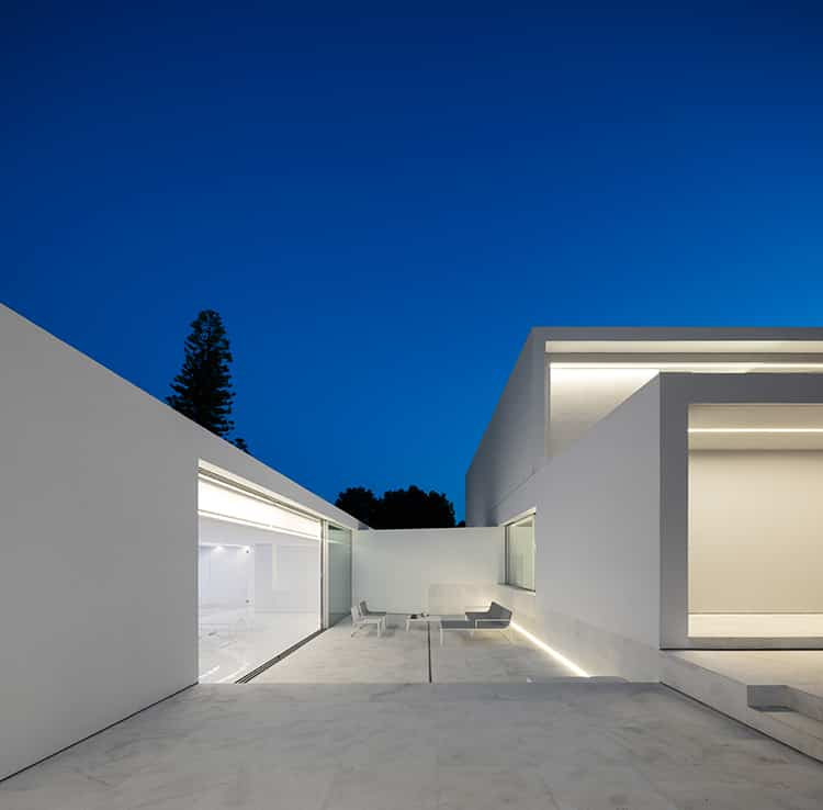 fran-silvestre-arquitectos_-house-between-the-pine-forest_-5