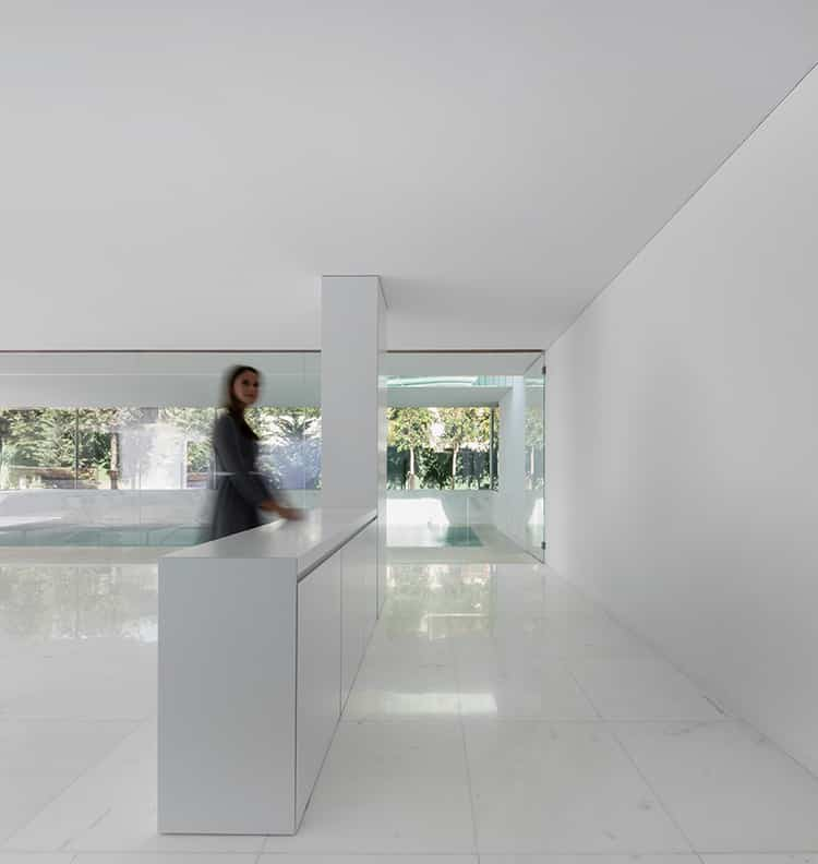 fran-silvestre-arquitectos_-house-between-the-pine-forest_-55