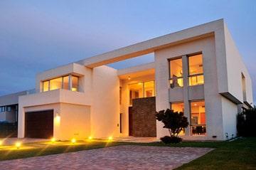 APA Arquitectura / Casa al lago & Golf