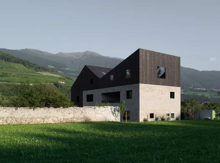 Twin House / Bergmeisterwolf Architekten