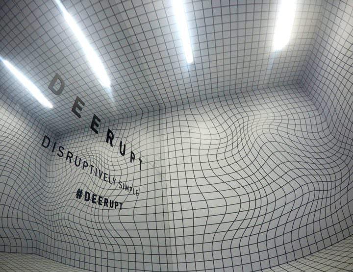 Cubo Inclinado Adidas Deerupt / 30 Diseño Estratégico y Estudio 90+10