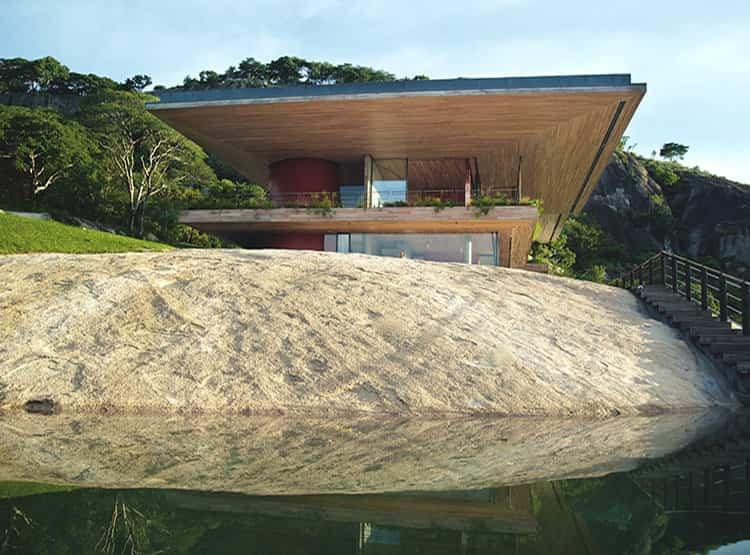 GOTA DAM RESIDENCE  / Studio Seilern Architects