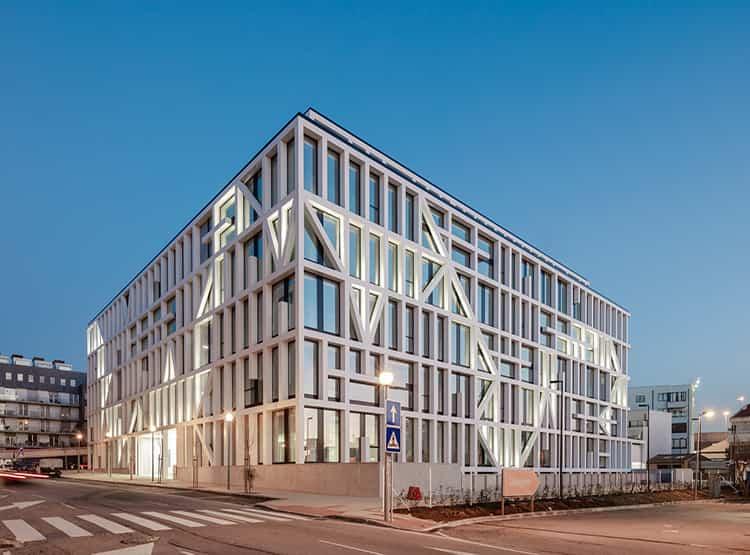 Urbo Business Center /  Nuno Capa Arquitecto