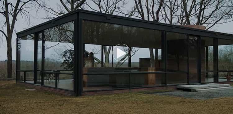 Julian Schnabel en Glass House, obra de Philip Johnson